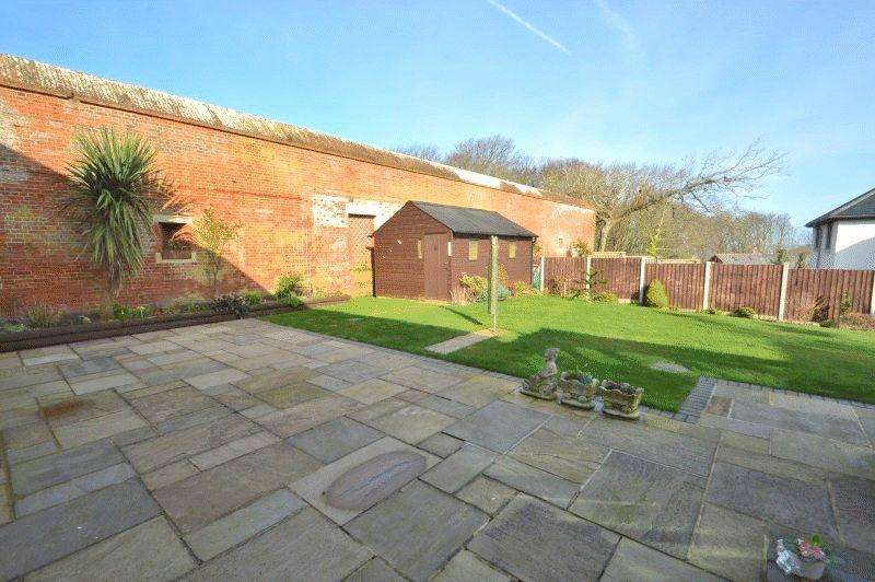 5 Bedrooms Detached House for sale in Totland