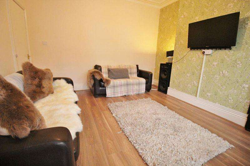 9 Bedrooms Terraced House for rent in Estcourt Terrace, Leeds