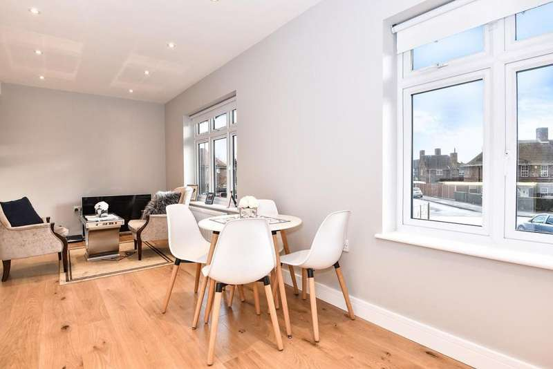 2 Bedrooms Flat for sale in Mawson Close, Wimbledon