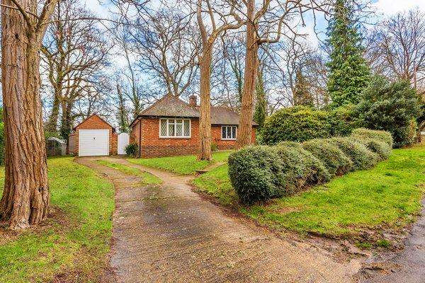 2 Bedrooms Bungalow for rent in East Horsley