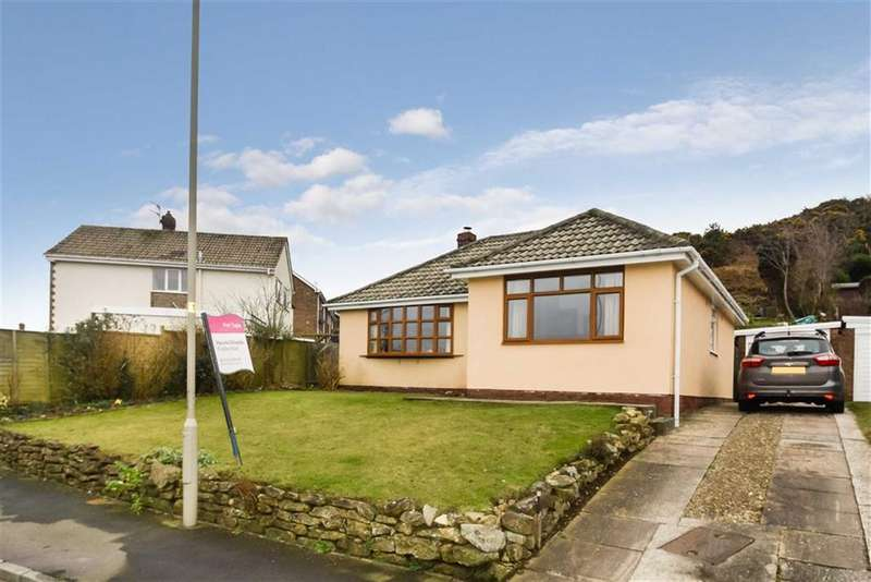 3 Bedrooms Detached Bungalow for sale in Sea View Crescent, Scarborough, North Yorkshire, YO11