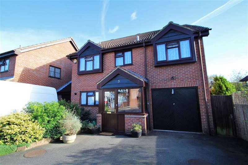 5 Bedrooms Detached House for sale in Chirk Close, Hayes, Middlesex
