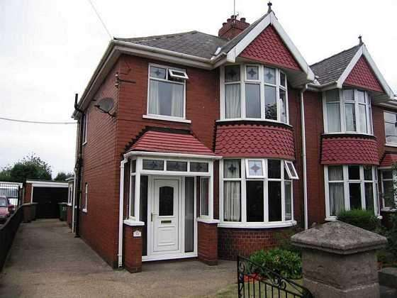 3 Bedrooms Semi Detached House for rent in Glover Road, Scunthorpe, North Lincolnshire, DN17