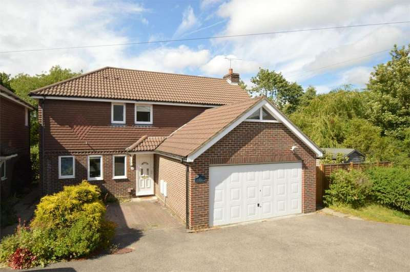 4 Bedrooms Detached House for sale in Princes Road, Petersfield, Hampshire