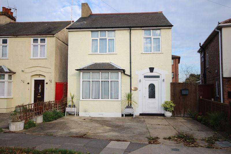 3 Bedrooms Detached House for sale in Upper Park Road, Clacton-On-Sea
