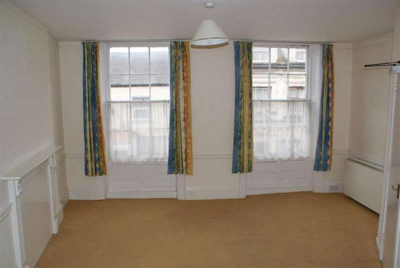 2 Bedrooms Flat for rent in Cullompton - Fore Street