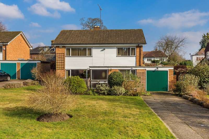 4 Bedrooms Detached House for sale in The Priory, Godstone