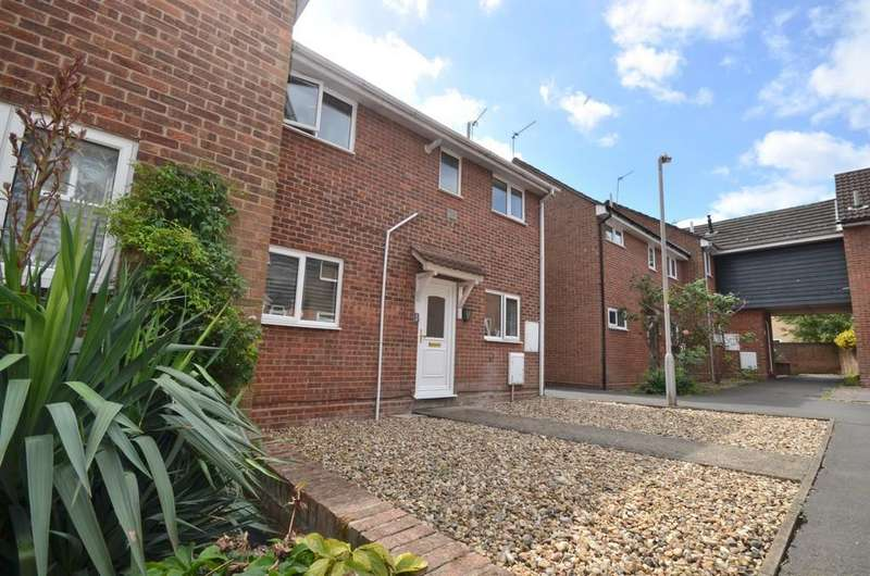 3 Bedrooms Semi Detached House for sale in Stour Walk, Colchester, CO4 3UX