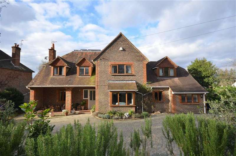 6 Bedrooms Detached House for sale in Menin Way, Farnham