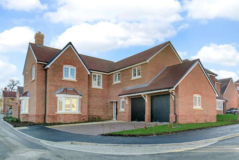 5 Bedrooms Detached House for sale in Farnham Road, Odiham, Hook, Hampshire