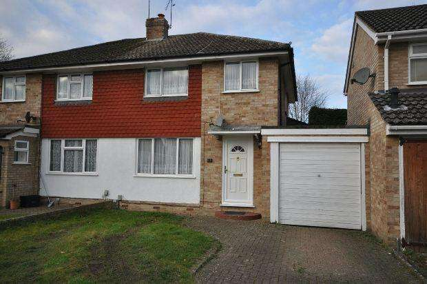 3 Bedrooms Semi Detached House for sale in Quentin Road, Woodley, Reading,