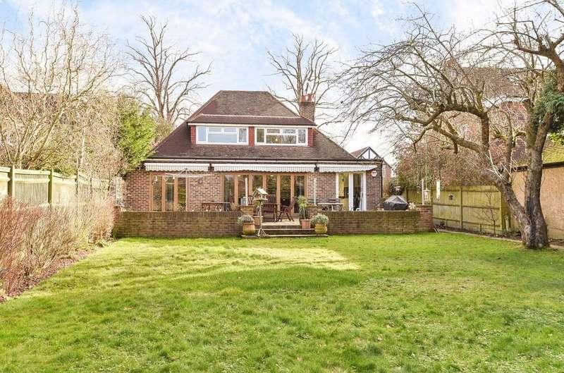 4 Bedrooms Detached Bungalow for sale in Hillside, Horsham, RH12