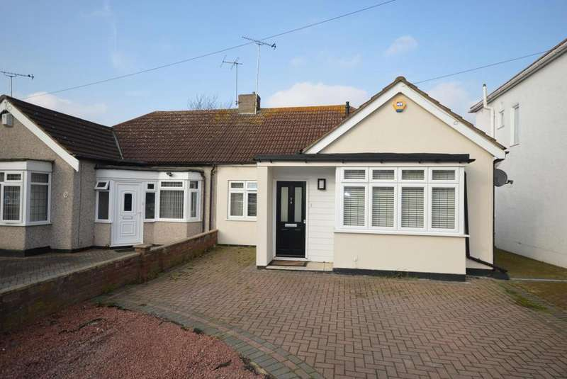 3 Bedrooms Semi Detached Bungalow for sale in The Avenue, Hornchurch, Essex, RM12