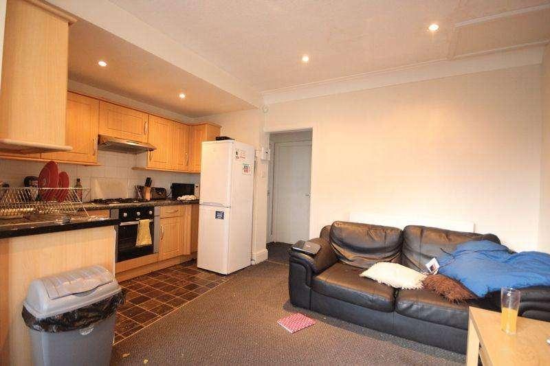 5 Bedrooms Semi Detached House for rent in Becketts Park Crescent, Headingley, LEEDS