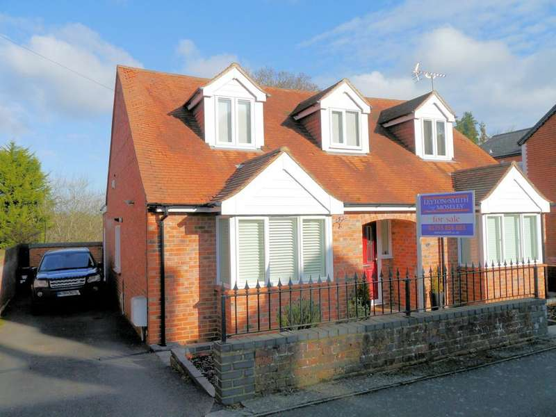 4 Bedrooms Detached House for sale in Church Road, Chavey Down SL5