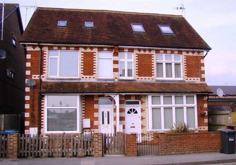 2 Bedrooms Flat for rent in Royal George Road, Burgess Hill