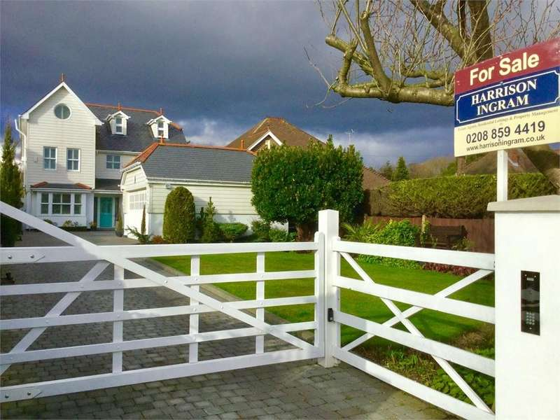 4 Bedrooms Detached House for sale in Birchwood Road, Wilmington, Kent