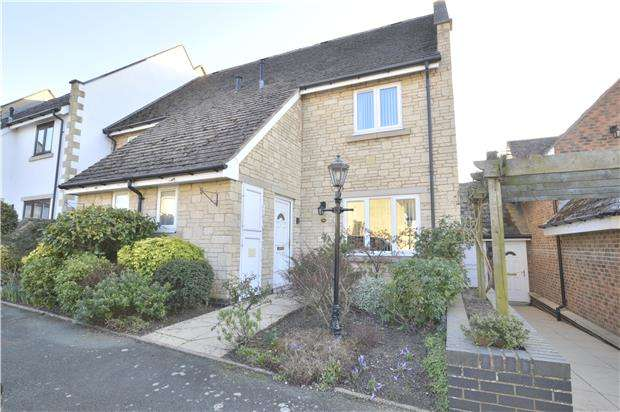 2 Bedrooms Terraced House for sale in Gilders Paddock, Bishops Cleeve, GL52