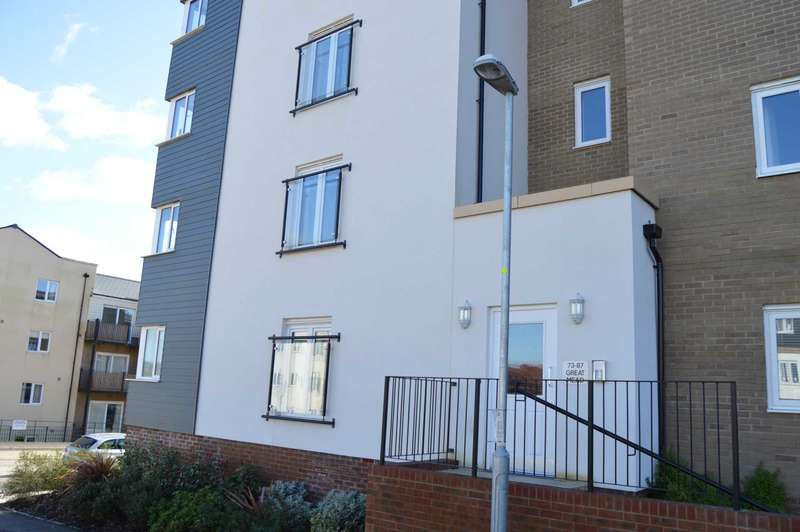 2 Bedrooms Flat for rent in Great Mead