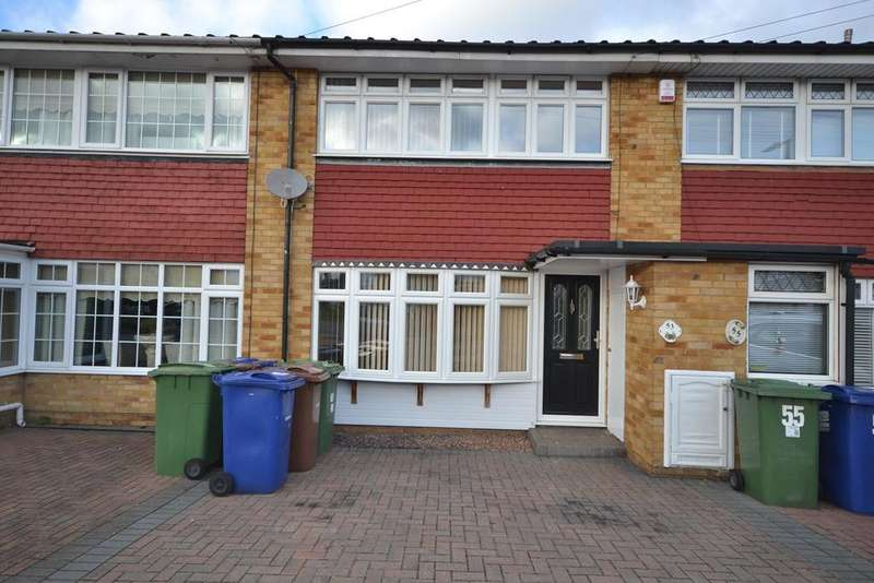 3 Bedrooms Terraced House for sale in Gardner Avenue, Corringham, Stanford-le-Hope, SS17