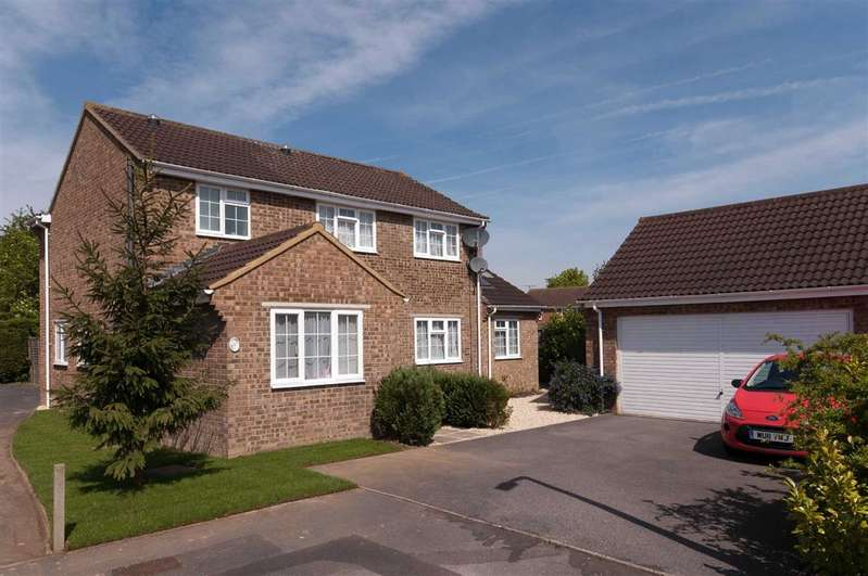 4 Bedrooms Detached House for sale in Burderop Close, Trowbridge, Wiltshire, BA14