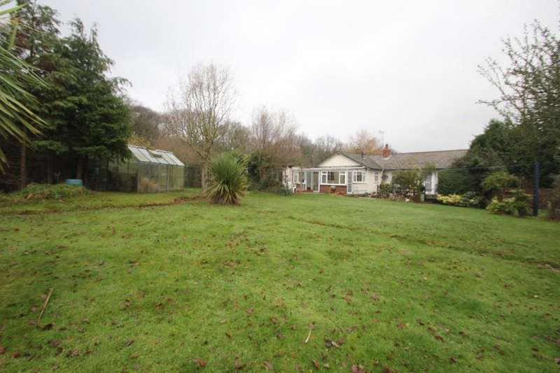 2 Bedrooms Detached Bungalow for sale in New Park Road, Hockley