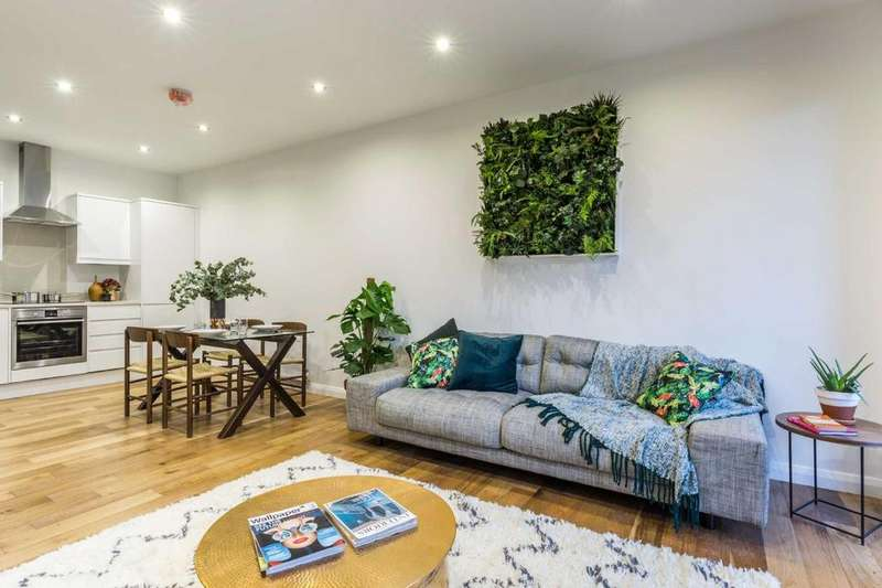 2 Bedrooms Flat for sale in Pitfield Street, N1