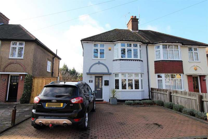 3 Bedrooms Semi Detached House for sale in Bradleigh Avenue, Grays