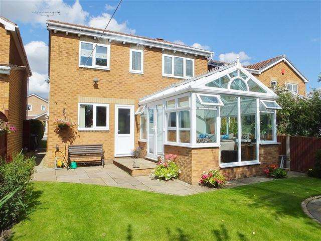 4 Bedrooms Detached House for sale in Broadbridge Close , Kiveton Park, Sheffield , S26 6SN