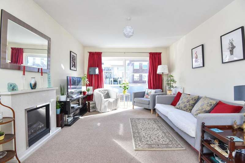 2 Bedrooms Flat for sale in Silverdale Close, Hanwell