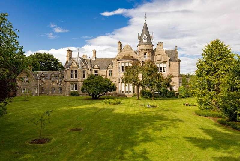 4 Bedrooms Flat for sale in 71/4 Carnbee Avenue, Liberton, Edinburgh, EH16 6GA