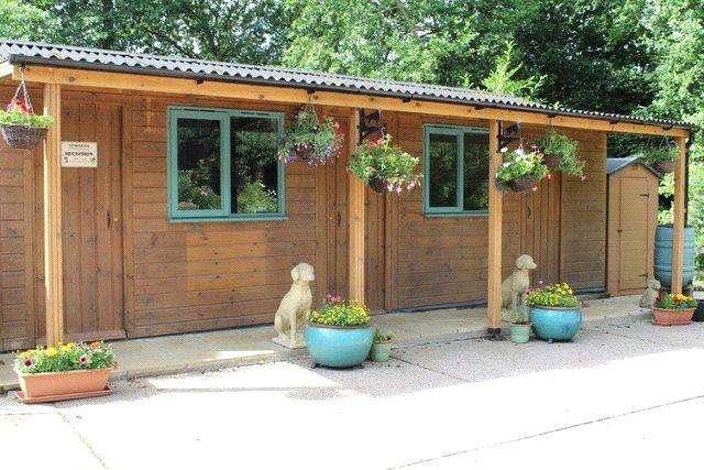 3 Bedrooms Detached Bungalow for sale in Deepy Park, Stony Cross