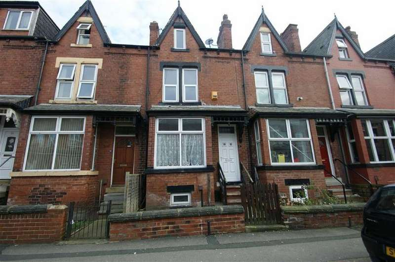 4 Bedrooms Terraced House for sale in Markham Avenue, Harehills, LS8