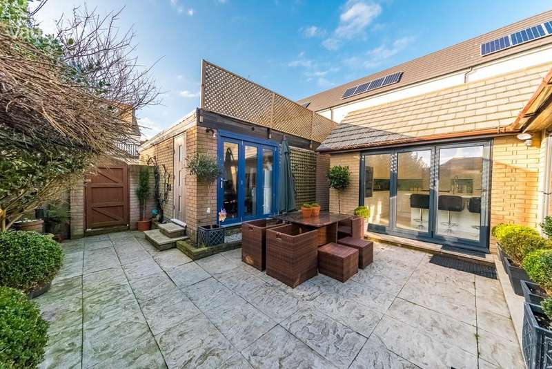 3 Bedrooms Detached House for sale in Bristol Gardens, BRIGHTON, BN2