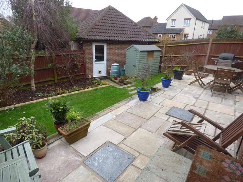 3 Bedrooms Terraced House for sale in Running Foxes Lane, Ashford