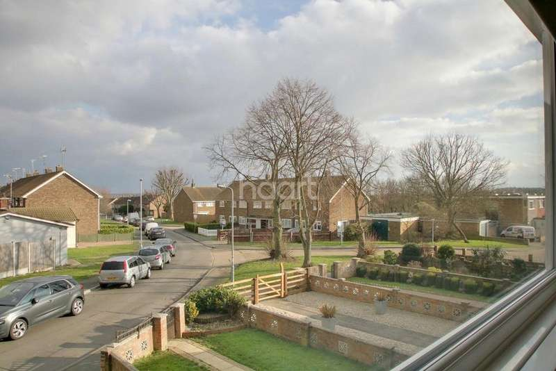 3 Bedrooms Terraced House for sale in Curling Tye, Basildon