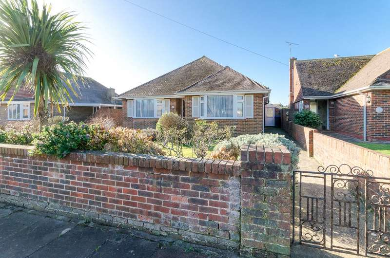 3 Bedrooms Detached Bungalow for sale in Fairview Avenue, Goring-By-Sea, Worthing, BN12