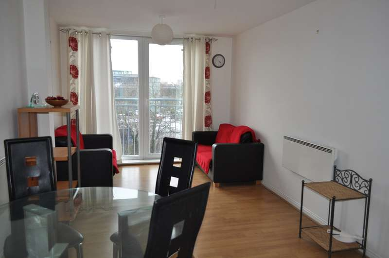 2 Bedrooms Apartment Flat for sale in Wooldridge Close, Bedfront Lakes, Feltham TW14