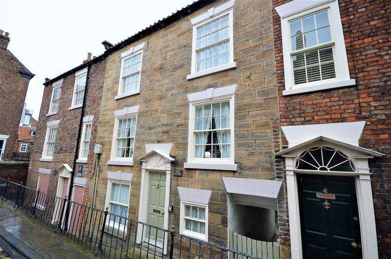 2 Bedrooms Town House for sale in Kape Cottage, Cliff Street, Whitby