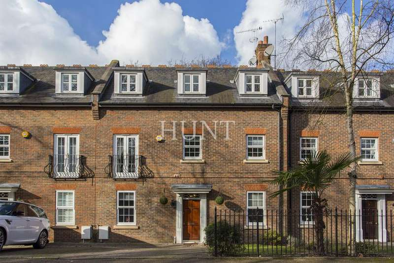 3 Bedrooms Town House for sale in Repton Park, Essex IG8