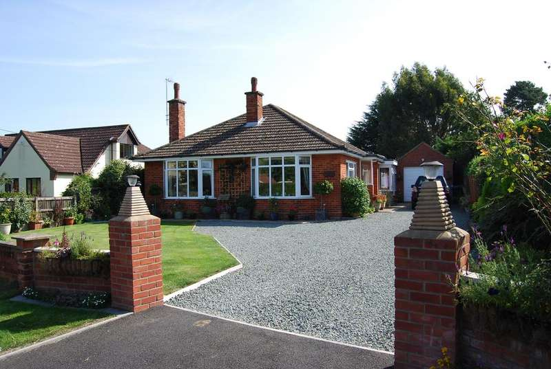3 Bedrooms Detached Bungalow for sale in Dereham Road, Watton IP25