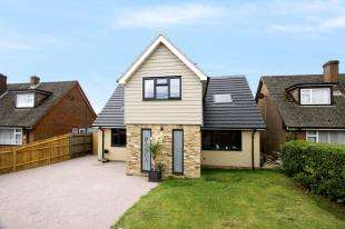 5 Bedrooms Detached House for sale in Copthorne Bank, Copthorne, West Sussex
