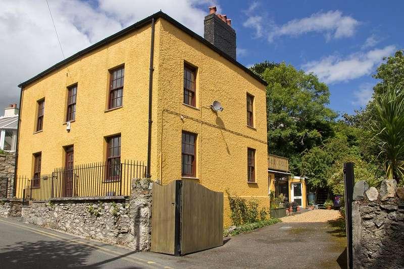 5 Bedrooms Detached House for sale in Cambria Road, Menai Bridge, North Wales