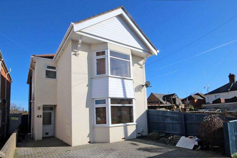 3 Bedrooms Detached House for sale in Kimberley Road, Southbourne, Bournemouth