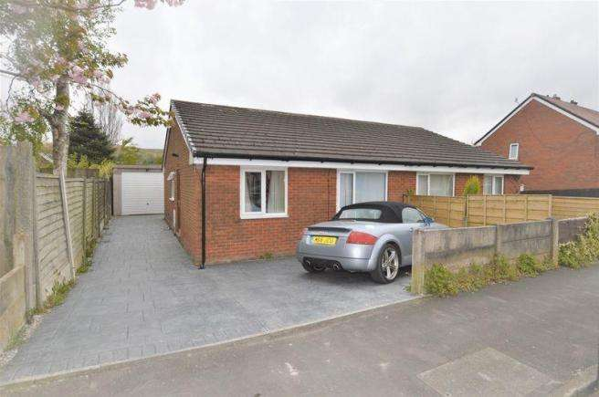 2 Bedrooms Semi Detached Bungalow for sale in Drake Road, Littleborough