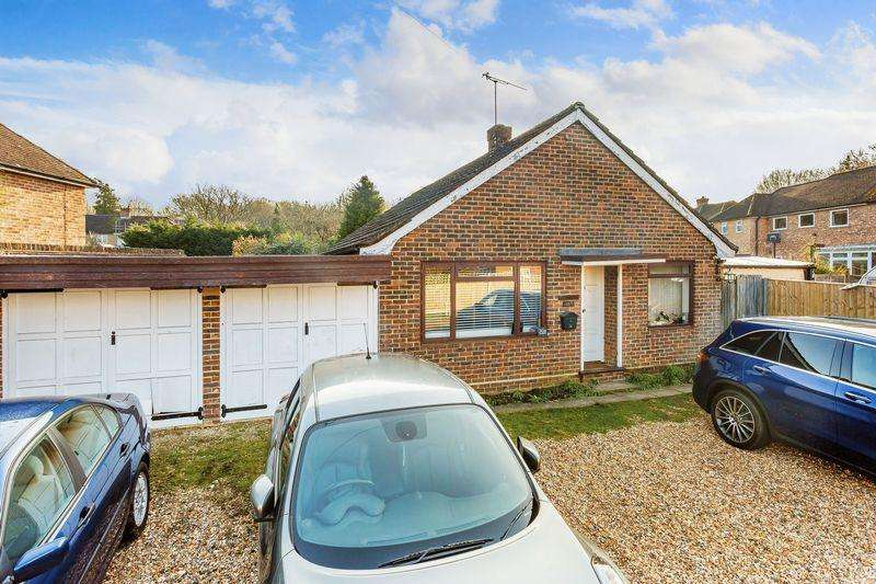 3 Bedrooms Bungalow for sale in Liddington New Road, Guildford