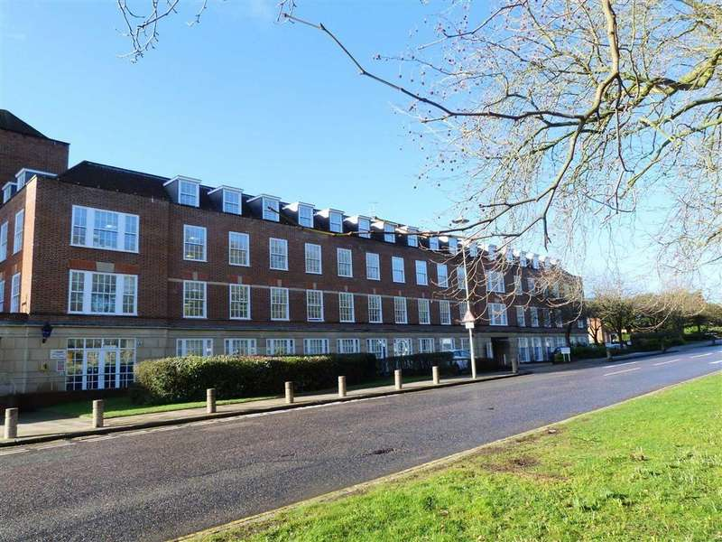 2 Bedrooms Flat for sale in Rosanne House, Bridge Road, West Side, Welwyn Garden City
