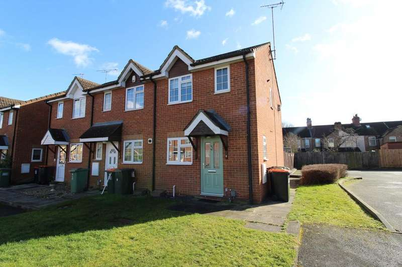 2 Bedrooms Semi Detached House for sale in Falcon Close, Dunstable