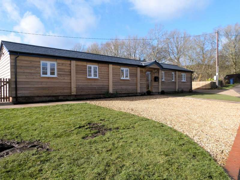 2 Bedrooms Detached Bungalow for rent in Grayswood Road, Grayswood