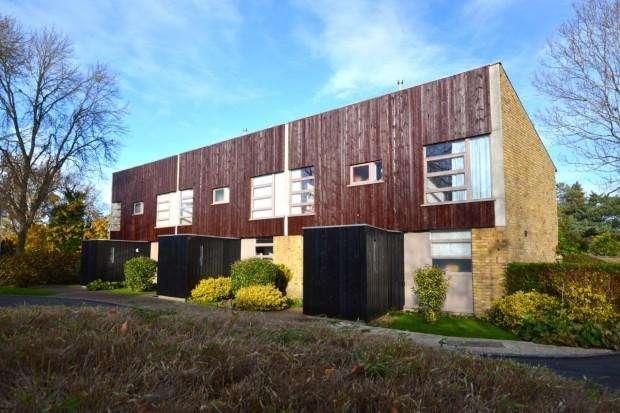 3 Bedrooms Terraced House for rent in Westfield, Ashtead, KT21